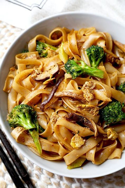 Veggie Pad See Ew - Chew on these savory Thai rice noodles in less than 16 minutes! This a traditional Pad See Ew recipe made with all broccoli and mushrooms and sprinkled with plenty of chili powder. Recipe, Thai food, Asian noodles, stir fry, vegetables | pickledplum.com