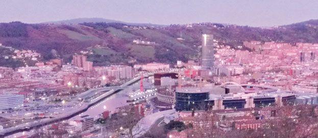 """Bilbao refuerza su """"tirón"""" turístico internacional y consolida los datos históricos de entradas de viajeros y pernoctaciones alcanzados en  2011.  El balance turístico refleja la mejora del posicionamiento de Bilbao como destino a nivel internacional y el efecto tractor de los países menos afectados por la crisis económica."""