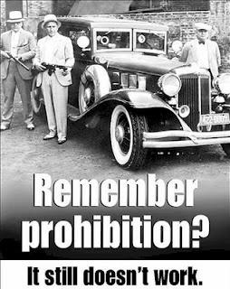 """En Todo lo que sea verdad, sobre la legalización de las drogas: """"No hace falta legalizar las drogas en todo el mundo. Con que lo sean en América Latina será suficiente para que la violencia se traslade a territorio usamericano. Será la manera en que los EEUU entiendan el problema en cabeza propia si es que no lo quieren entender en cabeza ajena."""""""
