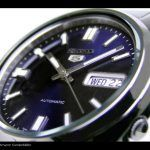 Kompakte Seiko 5 Uhr mit dunkelblauem Ziffernblatt: http://herrenuhren-xxl.de/shop/seiko-5-herrenuhr-snxs77-analoguhr-mit-edelstahl-gliederarmband-und-automatik-uhrwerk/