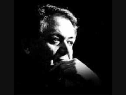 "Aliki Kagialoglou (vocals), Manos Xatzidakis (music and narration), Nikos Gkatsos (lyrics). Album: ""Antikatoptrismoi"" 1993    towards the end, Xatzidakis says: ""Goodnight Kemal, this world will never change...""    Let us change our own selves then, and le the world chase after us...        Αλίκη Καγιαλόγλου (εκτέλεση), Μάνος Χατζιδάκις"