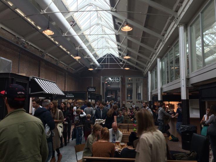 De eerste 'indoor foodmarket' in Nederland, perfect voor finger food en wijn! http://www.foodhallen.nl/