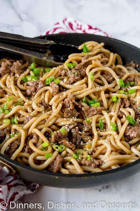 These Garlic Beef Noodle Bowls are a flavorful and delicious dinner for the whole family! They come together in 15 minutes! via @bestblogrecipes