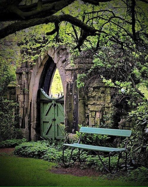 salantami:    Garden gate, Regents Park, London