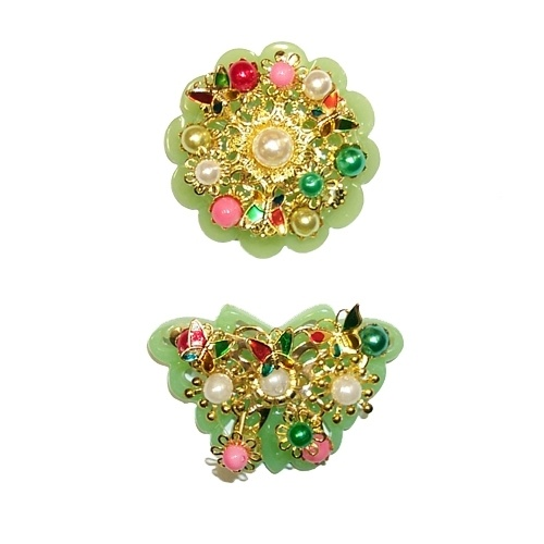 Tteoljam - Tteoljam was worn by women of high society on ceremonial occasions. It came in round, square, and butterfly shapes and a variety of other forms. The pieces were lavishly decorated with cloisonne, pearls, and other precious gems.