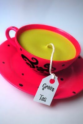 On a budget? Make your own DIY teacup candles   Haal kopjes bij de kringloop... smelt kaarsen, lontje er in ... klaar...