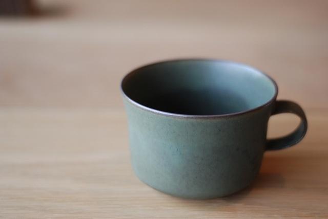 mug cup by Yumiko Iihoshi