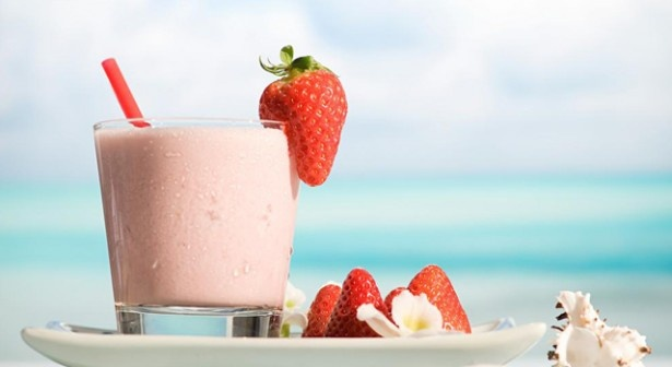 Strawberry Smoothie. Ingredients:    300g Frozen Strawberries  4 Bananas  500mlIsola Bio Spelt Milk  Preparation:        Pour Isola Bio Spelt Milk into the blender. Add strawberries and bananas then blend them together and enjoy.        You can either use ice, or freeze the fruit before you blend it.