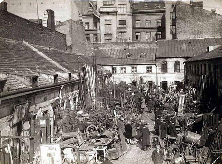 Warszawa - targowisko ze starzyzną i żelastwem (zwane Pociejowem) przy ul. Bagno. W międzywojniu zamieszkiwała tam przede wszystkim ludność żydowska.