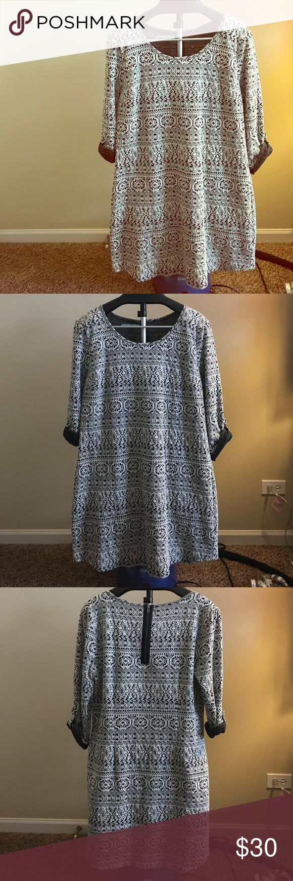 Aztec printed white bodycon dress Lovely dress perfect for parties and going out! Zipper in back to get on and off easily. Never worn. Maurices Dresses