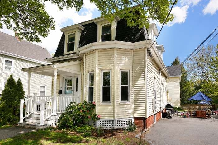 39 Henderson St 39 Arlington Ma 02474 With Images House Prices House Styles Redfin