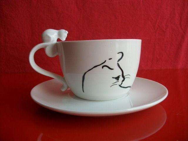 """Déjeuner pour gaucher ou droitier : grande tasse et soucoupe en porcelaine décorées de silhouettes de """" Chats """" : Vaisselle, verres par la-porcelaine-de-maud"""