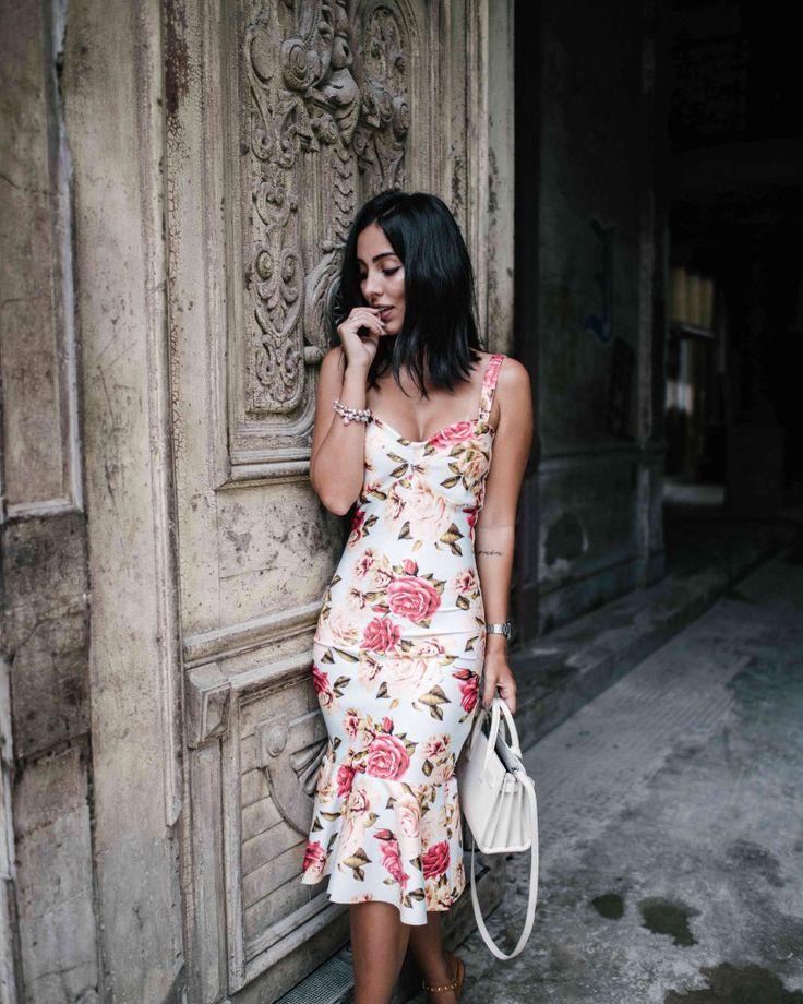 Jade Seba. Vestido floral. Tamanho midi. Look Verão.