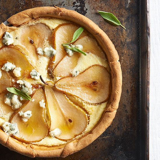 Caramelized Pear and Blue Cheese Quiche--This Looks absolutely delicious!