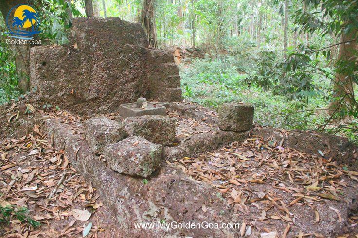 Ancient Shiv Ling,Water Tank by Pandavas at Undir Bandora, Ponda Goa