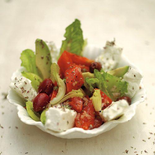 Griekse salade van Jamie Oliver, uit het kookboek 'Kook met Jamie'. Kijk voor de bereidingswijze op okokorecepten.nl.