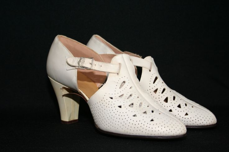 Google Image Result for http://0.tqn.com/d/shoes/1/0/Z/9/1/1930s_womens_shoes.jpg