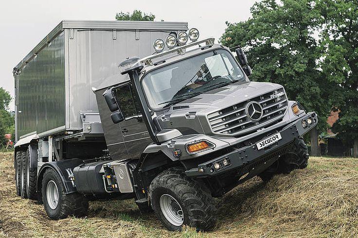 Der geländegängige Secutor von Bruhns basiert auf dem von Mercedes-Benz fürs Militär entwickelte Hauben-Lkw Zetros.