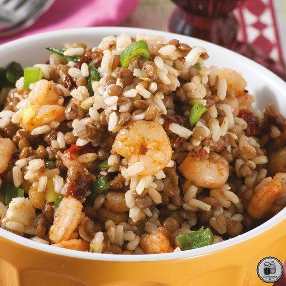 Σαλάτα με καστανό ρύζι, φακές & γαρίδες