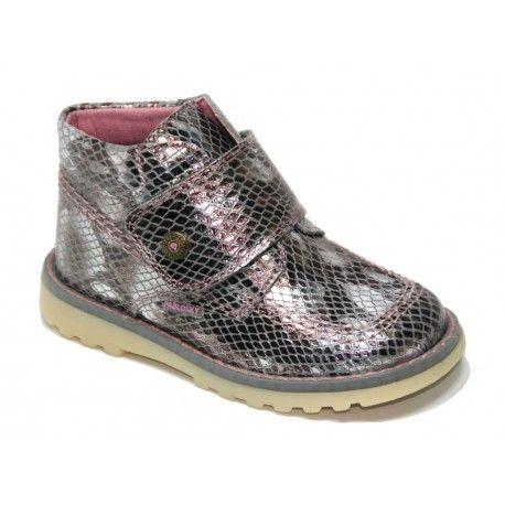 Botas Pablosky de niña. Primera calidad al mejor precio. Disponibles en http://www.calzadoseuropa.es/botas-tipo-kickers/069952-bota-velcro-tipo-kickers-de-pablosky-en-charol-reptil-plata-52110.html #modainfantil, #calzadoinfantil, #childrenshoes, #botasniña, #calzadoseuropa