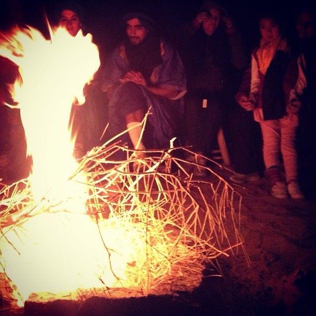 Di notte nel deserto il fuoco ci riscalda #ErgChebbi #Marocco