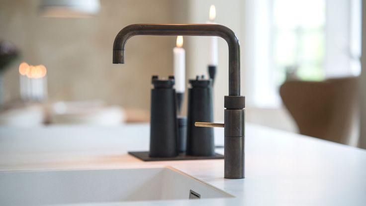 Individuelle køkkener hos Kolon Total Inventar! Vi designer og producerer køkken til private i højeste kvalitet. Vi kommer gerne ud og laver indretningsforslag!