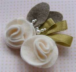 Page has multiple ideas for felt brooches