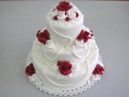 bílý dort patrový http://www.cukrovi-kuncovi.cz/cukrarska-vyroba/svatebni-dorty