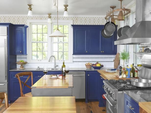 A french bistro style kitchen remodel bistros cabinets for Cafe style kitchen ideas