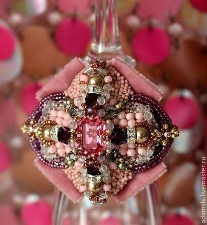 """Брошь из бисера """"Pink"""" - розовый,брошь,брошь из бисера,вышитая брошь,украшения из бисера"""