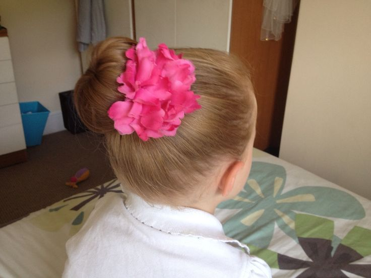 Neater version of earlier donut him in her hair- great for a party/ church/ play date/ school