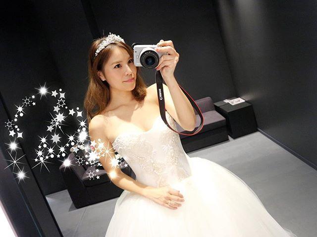 * 挙式スタイルは王道でティアラが良いなと思ってるけど、可愛すぎるのか?🤔ヘアスタイルのせい?🤔 前もつけてもらったティアラなのになんか違うかも〜😭 * ボンネの方が合うんだけどやっぱりティアラが付けたいので、もう少し模索します❤️❤️❤️ * * #ウェディングドレス#ヴェラウォン#ヴェラウォンドレス#小物合わせ#ヴェラウォンマリアナ#マリアナ#ティアラ#挙式スタイル#ブライダルアクセ#結婚式#結婚式準備#小物迷子#プレ花嫁#日本中のプレ花嫁さんと繋がりたい#2017挙式#2017春婚#全国のプレ花嫁さんと繋がりたい#bride#verawang#weddingdress#wedding#verawangMariana#verawangdress#instawedding#第6期ウェディングソムリエアンバサダー#ウェディングソムリエアンバサダー