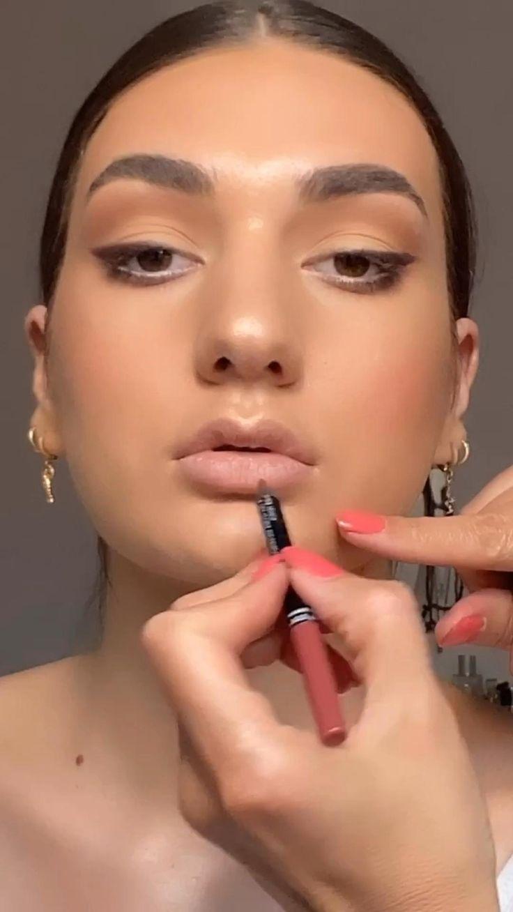 Pin op A makeup look day