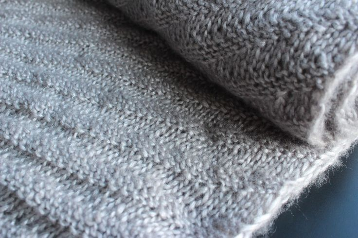 Vorig jaar breide ik deze sjaal . Door de breiwoede die er in blogland heerste liet ik me ook verleiden om terug aan het breien te ga...