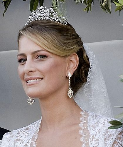 For her wedding to Prince Nikolaos of Greece and Denmark, on 25th August 2010, Princess Tatiana wore the Antique Corsage Tiara owned by her mother in law Queen Anne Marie.