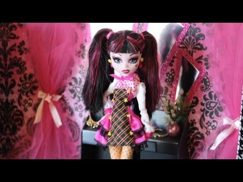 Doll Room Tour : Draculaura's Closet | Plus Craft Project show you how to make the ottoman :o)  check us out at: http://www.myfroggystuff.blogspot.com