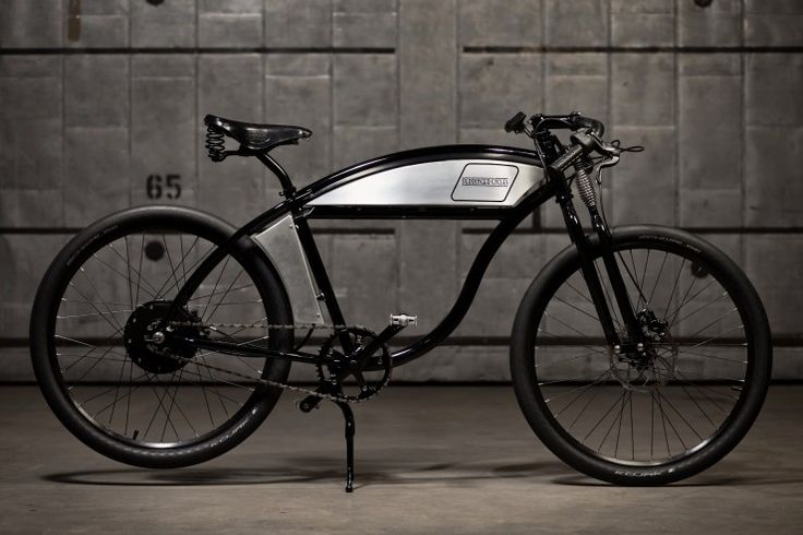 The Derringer Electric Bike is the first e-bike from well known motorised bicycle manufacturer Derringer, it's designed to evoke the styling queues of the Board-Track racers of the 1910s and 1920s whilst implementing newer, more sky friendly technologies.