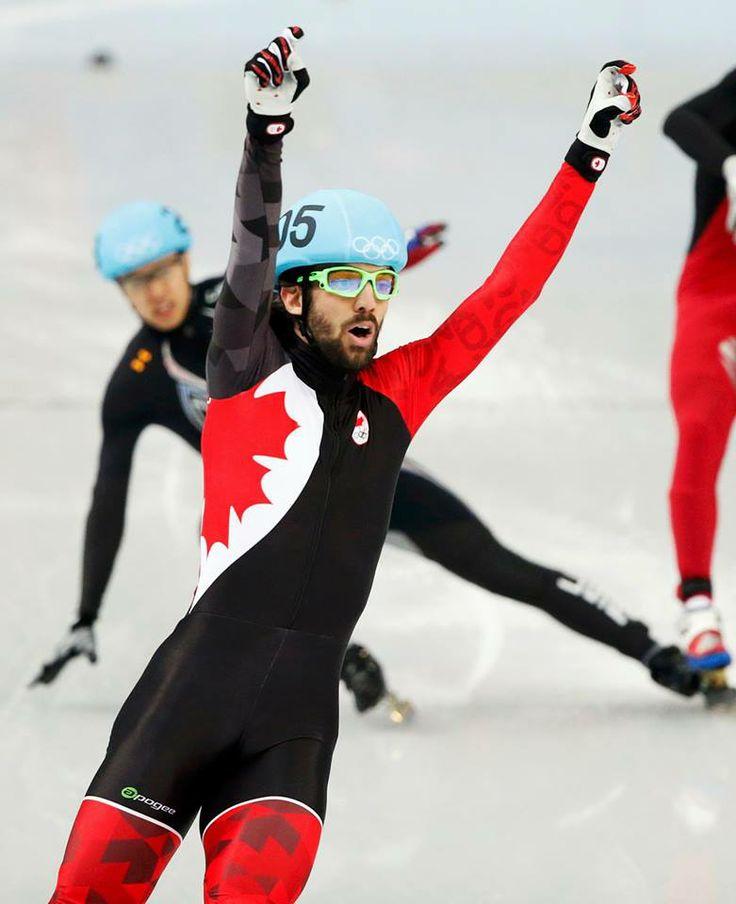 MÉDAILLE D'OR pour le Canada! Le Québécois Charles Hamelin a répondu aux attentes en remportant une médaille d'or en patinage de vitesse courte piste, aux Jeux olympiques 2014 de Sotchi. Il a devancé le Chinois Tianyu Han et le Russe Victor An au 1500 mètres.