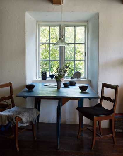 Simplicity in Sweden: The house has a fascinating history. It was built as a poor cottage in the middle of the 1800s. The operations ceased in the early 1900s, and after it was uninhabited for long, and it was rumored in the village that a ghost in it. But in the 60's came a Stockholm family and renovated it as summer residence, and since then the house had several different owners.