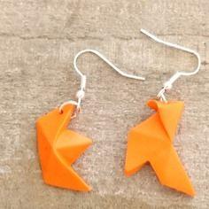 Boucles d'oreilles asymétriques cocotte et bateau  orange en pate polymere
