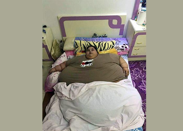 Wanita Mesir berat 500kg tak pernah keluar rumah sejak 25 tahun lalu   Wanita Mesir berat 500kg tak pernah keluar rumah sejak 25 tahun lalu | Seorang wanita Mesir dipercayai mungkin wanita tergemuk di dunia yang masih hidup setelah berat badannya disahkan berjaya mencecah 500kg lapor media tempatan.  Iman Ahmad Abdulati dari Iskandariah di bahagian utara Mesir berkata dia tidak pernah keluar rumah sejak 25 tahun lalu disebabkan masalah berat badan malah sejak itu keadaan dirinya semakin hari…