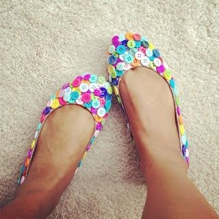 Button Covered Shoes: Crafts Ideas, Diy Crafts, Sewing Cabinets, Colors, Cute Ideas, Buttons Shoes, Sandals, Ballet Flats, Crafts Stores