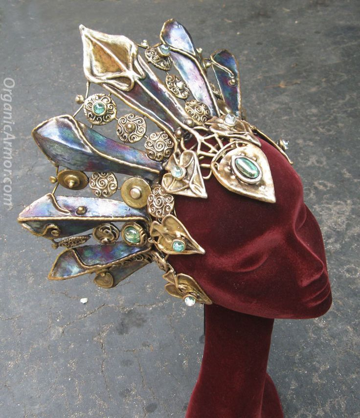 Headdress by Organic Armor, based on Akasha from Queen of the Damned, www.organicarmor.com: