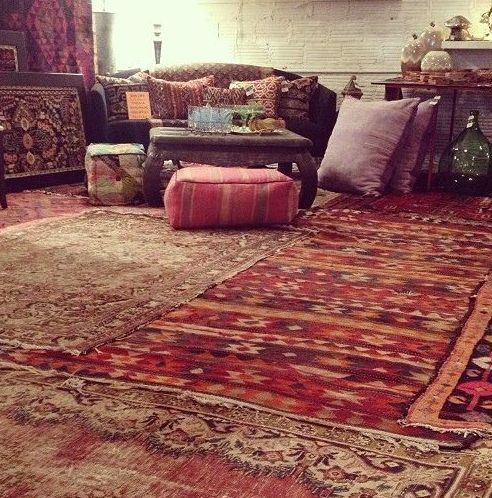 layered rugs cozy tea meditation / Sacred Spaces <3