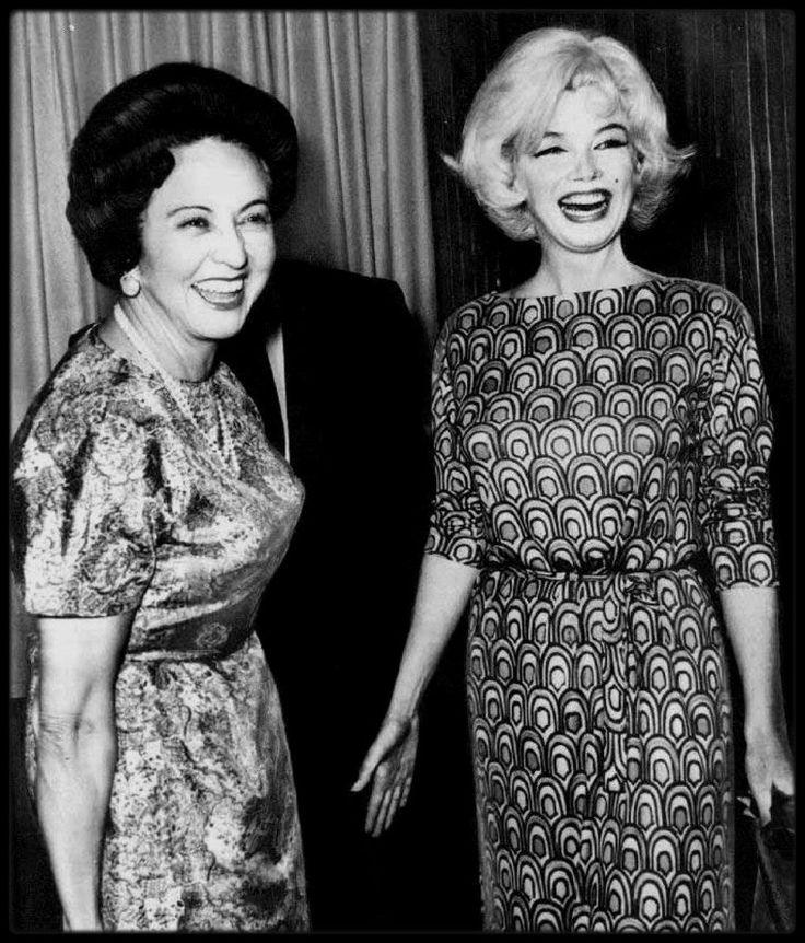 """22 Février 1962-3 Mars 1962 / (Part II) Marilyn en visite à Mexico : Lors de son séjour, Marilyn visita également Cuernavaca où elle se rendit chez l'actrice Merle OBERON et chez la jet-setteuse new-yorkaise Barbara HUTTON. Elle visita la """"Byrna Art Gallery"""" où elle acheta 3 peintures. Elle fut  invitée à une soirée donnée en son honneur chez l'acteur, écrivain et réalisateur Emilio FERNANDEZ ROMO : celui-ci lui apprit à boire la téquila avec du sel et du citron. La musique fut jouée par des…"""