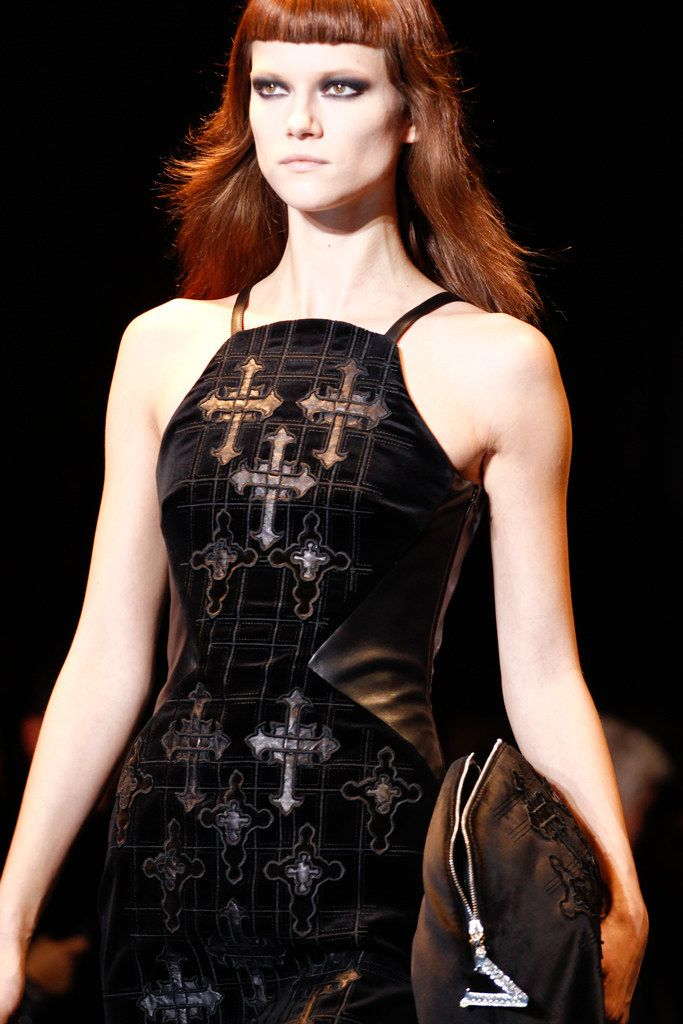 style shop online Versace Fall 2012 Ready to Wear Collection Photos   Vogue