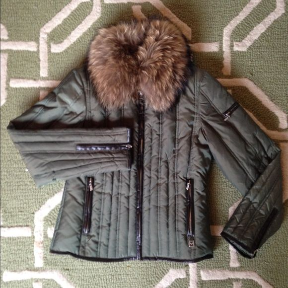 "Michael Kors puffer coat with fur collar Olive green Michael Cors puffer coat with detachable fur collar (real fur) and faux leather accents. Length measures approximately 23"". Excellent used condition. Very clean with no damage. MICHAEL Michael Kors Jackets & Coats Puffers"