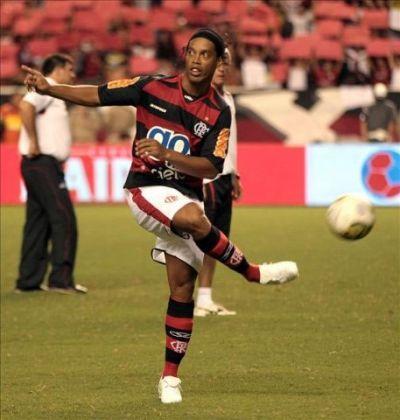 Deja Ronaldinho al Flamengo por deuda millonaria | Info7 | Deportes