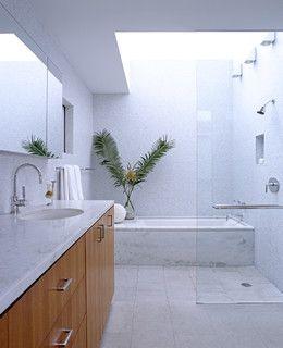 Un'altra bella idea è una doccia / vasca da bagno accanto all'altro . In questo modo lo spazio doccia può essere utilizzato per asciugare quando si esce dalla vasca da bagno . E quando si utilizza la doccia , non è così pericoloso come stare a piedi in una vasca da bagno .