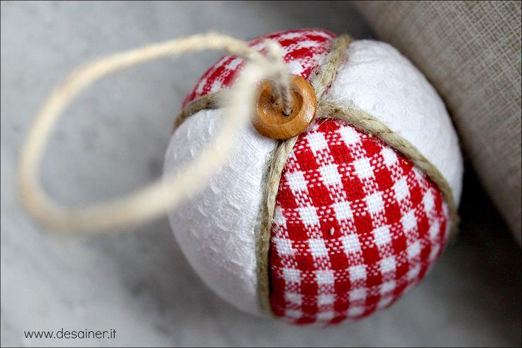 Palline di natale in patchwork semplici e veloci da realizzare decorazioni natalizie fai da te in stile nordico Shabby Chic cosa occorre procedimento video